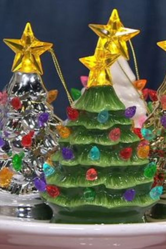 Mr Christmas Set Of 4 Lit Nostalgic Tree Ornaments With Gift Bags Qvc Com In 2020 Christmas Settings Christmas Tree Ornaments