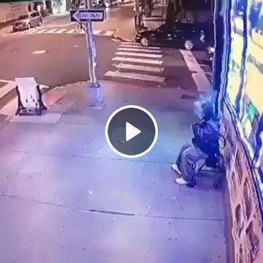 Homem se assusta com carro desgovernado