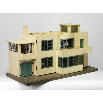Dolls' house 1938    I've never seen a doll house I would want to play with (or live in) until now.