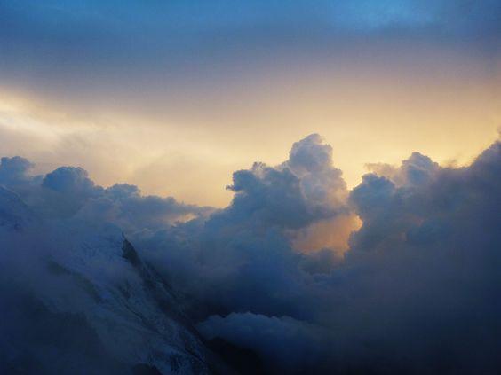 Le lundi 10 septembre 2012, Aurelyen, le designer de Misericordia a atteint le sommet du Mont Blanc ( 4810 m ) à 7h00 en Haute Savoie – France, par la voie des 3 Monts Blancs.