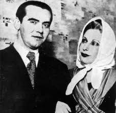 Federico Garcia Lorca con Magarita Xirgu, la actriz de sus obras de teatro.:
