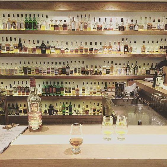 Ищем любимый виски #edinbourgh #scotland#wiskeygirl #wiskey by lana_vi