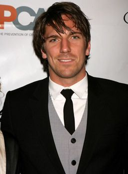 by far, the best looking hockey player in the NHL Henrik Lundqvist