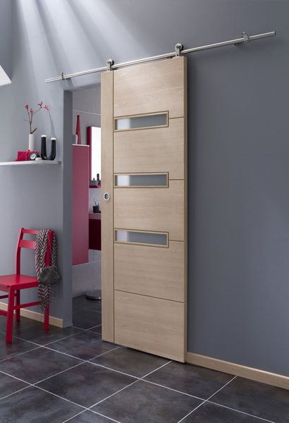 une porte coulissante avec rail haut visible cette porte en bois coulisse en applique sur un. Black Bedroom Furniture Sets. Home Design Ideas