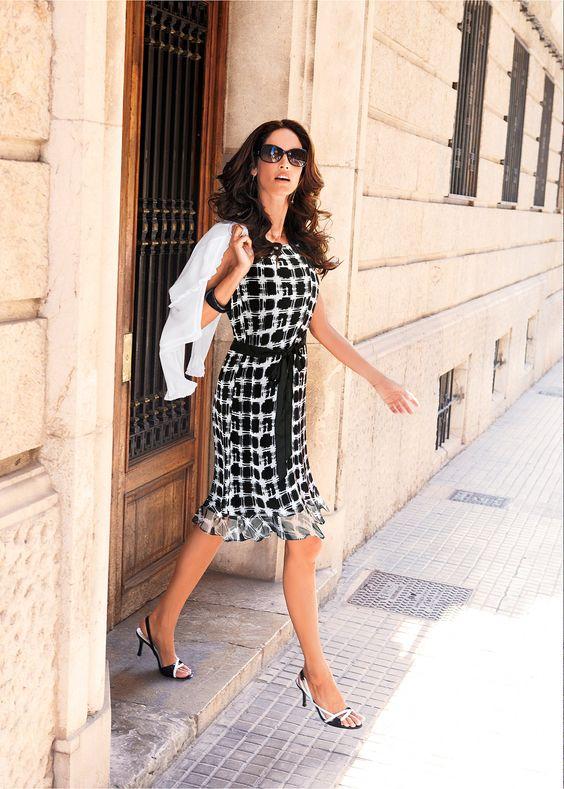 Vestido com laço de cetim branco/preto encomendar agora na loja on-line…