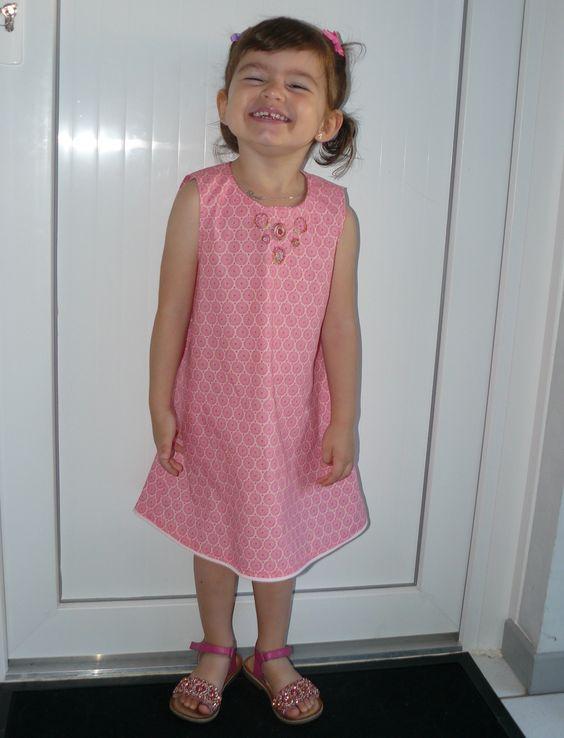 Robe petite fille taille 3 ans avec broderie sur l'encolure. http://www.valeriehacquin.com