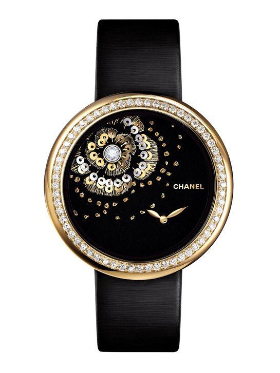 La montre Mademoiselle Privé camélia brodé de Chanel Horlogerie http://www.vogue.fr/joaillerie/le-bijou-du-jour/diaporama/la-montre-mademoiselle-prive-camelia-brode-de-chanel-horlogerie/21152
