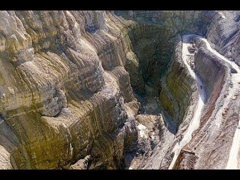 كيف بنى ذو القرنين السد على ياجوج ومأجوج Landmarks Natural Landmarks Nature