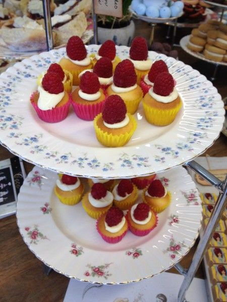 Miniature cupcakes with fresh raspberries