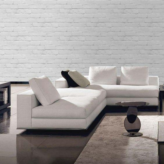 papier peint imitation brique dans uun salon moderne en noir et blanc