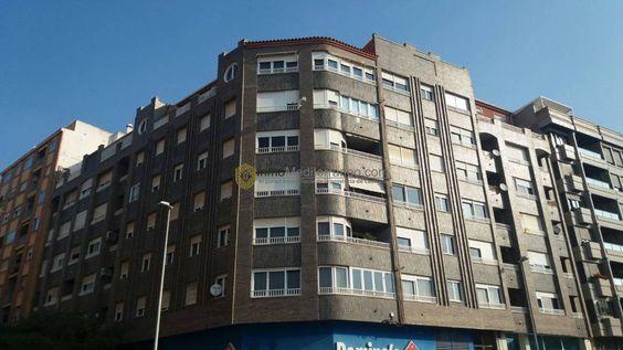 Piso en Castellón en Av. Chatellerault 238.000 € 150m2, 5 habitaciones y 3 baños. Garaje http://bit.ly/1te27n7