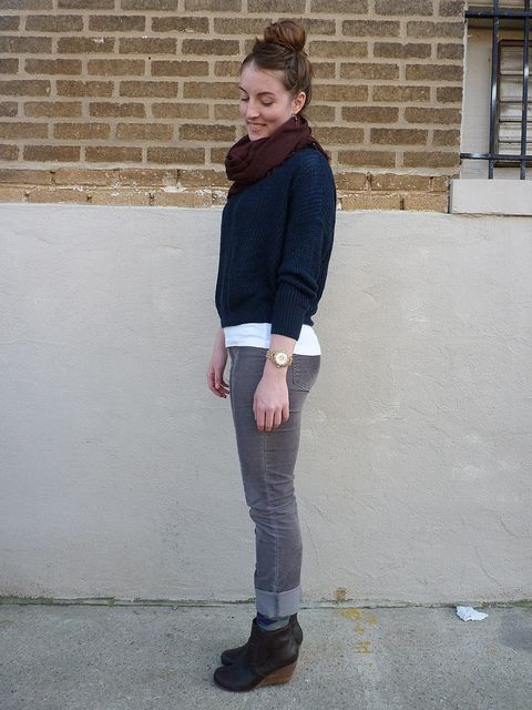 how to wear clogs with skinny jeans