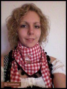 rot-weiß kariertes Tuch mit schwarzer Bommelborte und süßer Rehapplikation