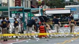 Image copyright                  Getty Images Image caption                                      La explosión se produjo en la calle 23, muy cerca de la sexta avenida.                                Una explosión ocurrida hacia las 8:30 de la noche del sábado en Chelsea, una concurrida área de Manhattan, causó 29 heridos y puso en alerta a toda Nueva York, ciudad que apenas seis días antes había conmemorado los 15 años de los ataques