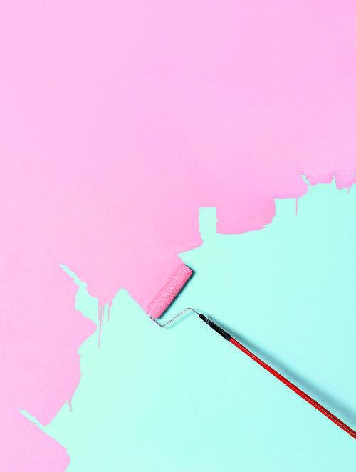 Peinture rose sur lagon: