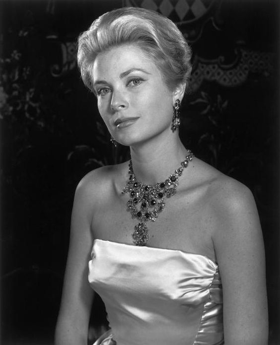 Princess Grace de Monaco.  Royal palace. Photo : Philippe Halsman