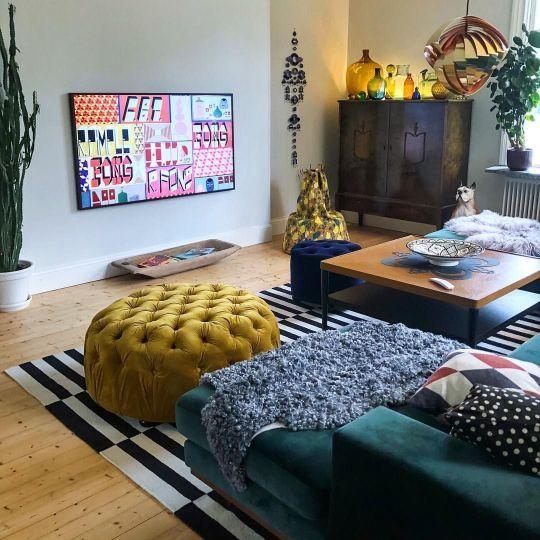 Lina Umea On Instagram Ny Vinkel Bakom Tv Vaggen Gommer Sig En Dorr Ja Det Ar Faktiskt Colorful Eclectic Living Room Eclectic Living Room Warm Home Decor