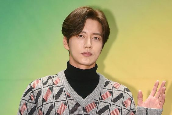 "Conflict Erupts Between ""Four Sons"" Production Company And Park Hae Jin's Agency"