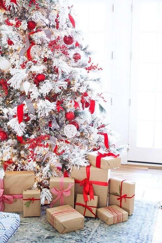 Alberi Di Natale Come Addobbarli Foto.Come Addobbare Un Albero Di Natale Innevato La Figurina Decorazioni Di Natale Bianche Natale Moderno Idee Per L Albero Di Natale