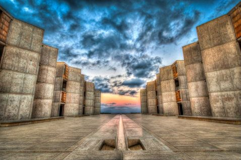 Right near the world-famous Torrey Pines Golf Course lies the Salk Institute for Biological Studies in beautiful La Jolla.