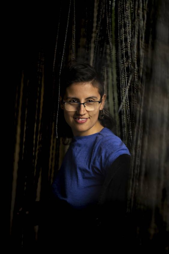 """MEL. De 27 años, persona no binaria, activista, psicólogue y sexólogue. Nació en Colombia y pasó mucho tiempo de búsqueda, indagó en su orientación sexual, en la expresión de su género, hasta que dedujo que su identidad no encajaba con hombre o mujer. """"Fue una liberación"""". FERNANDO RUSO"""