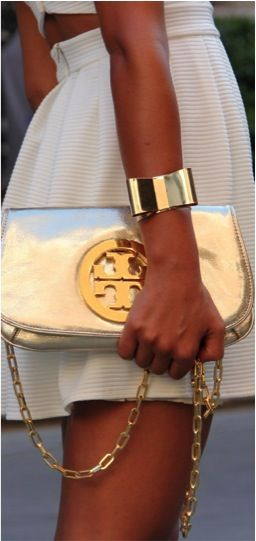 Bag and bracelet / Bolsa e bracelete.