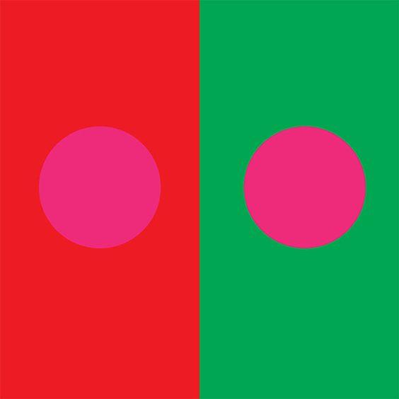 Itten 5 - Simultaneous contrast. roze valt in het rode helemaal niet op terwijl het in het groen heel fel is.:
