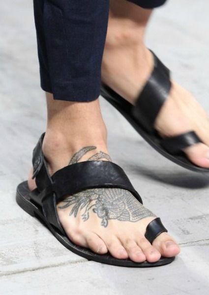 Diez sandalias con nombre propio