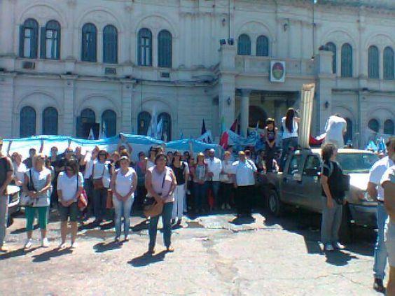 LOS PRINCIPIOS: Docentes protestaron en Paraná en la primera jorna...