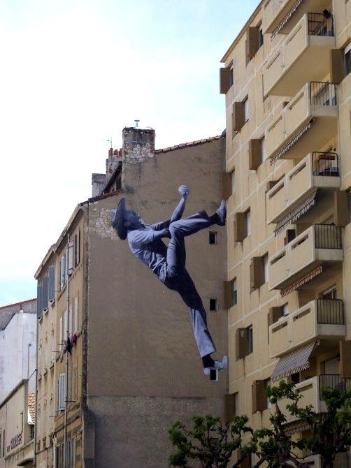 La ville prise d'assaut ! / Street art. / Marseille, France. / By Levalet.