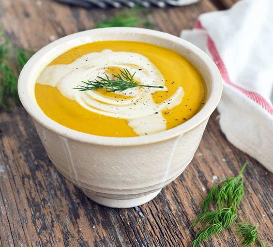 Potage aux Carottes, Patates Douces et à l'Aneth  L'aneth, ce n'est pas juste pour les cornichons  On peut l'utiliser pour aromatiser les potages en douceur comme dans cette recette, on peut aussi en ajouter dans les pâtes, les trempettes et les vinaigrettes... Ce potage est velouté, sucré et onctueux,  parfait pour les soirs d'hiver.  #recette #soupe #carottes