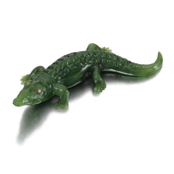 A NEPHRITE AND DIAMOND CARVED FIGURE OF A CROCODILE, EARLY 20TH CENTURY realistically modelled, the eyes set with diamonds