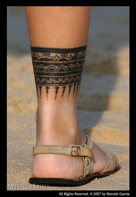 Tattoo band leg love the mehndo style tattoo for Thigh band tattoo