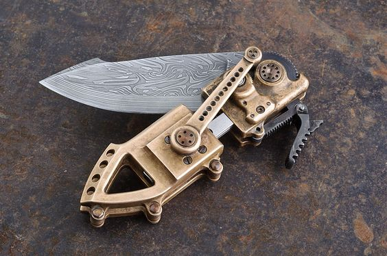 Robyn's switchblade--lockpicks are hidden in the end opposite the blade, like a swiss army knife, and are available after pressing a button on the bottom (one of the screws on the end).