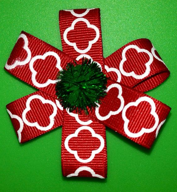 Red Quatrefoil and Green Holiday Hairbow on Etsy, $5.00