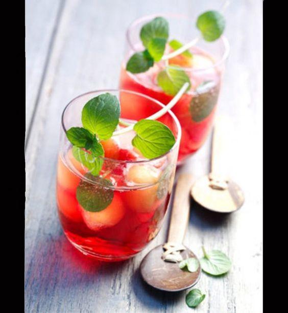 Detox water et smoothies: les boissons parfaites pour une cure de détox - Cosmopolitan.fr Un jus de cranberries et menthe détox