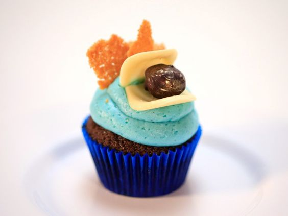 Praline Mac Nut Crunch Cupcakes from FoodNetwork.com