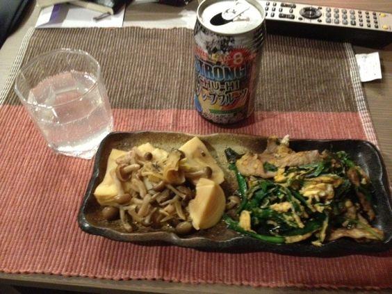 今夜のセルフ一人居酒屋。 - 0件のもぐもぐ - 豚ニラ玉&タケノコとシメジを煮たやつ by Simmassan