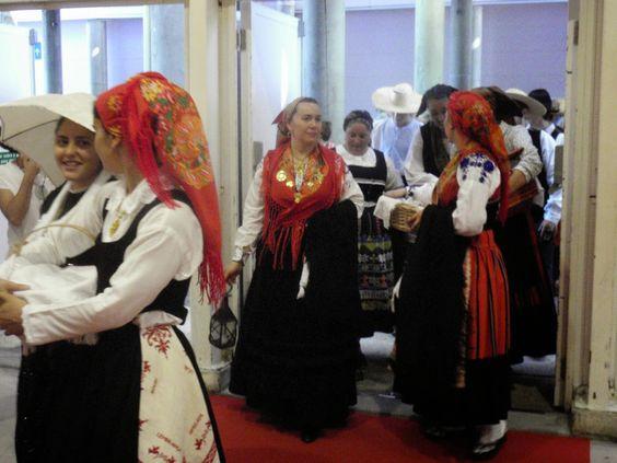 Folk Costume from Minho in Portugal---ACBeads Jewellery: Feira Internacional do Artesanato 2014 / International Craft Fair in Lisbon