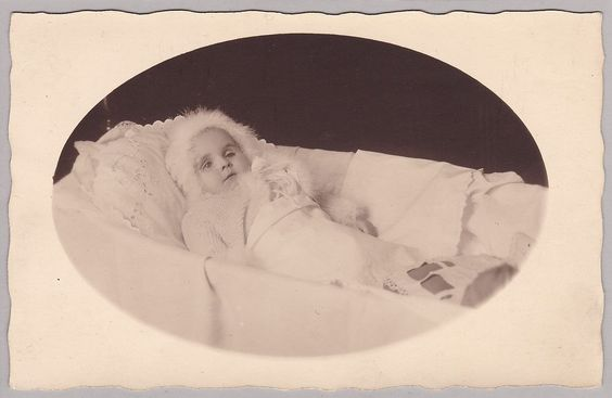 Antique Post-Mortem Photo Of Baby In Crib - Mourning - Funeral - Memento Mori