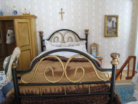 My doll house - Detail of the bed- Mi casita de muñecas - Detalle de la cama