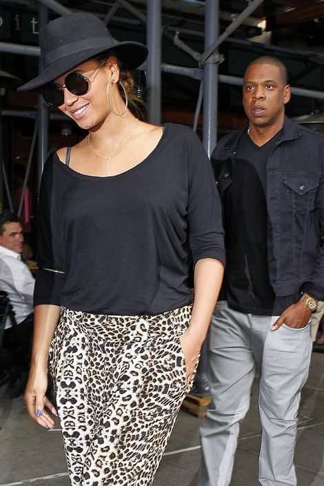 Jay Z And Beyonce Tried To Stop Brawl At Diddy's VMAs Party - http://celeboftea.com/jay-z-and-beyonce-tried-to-stop-brawl-at-diddys-vmas-party/