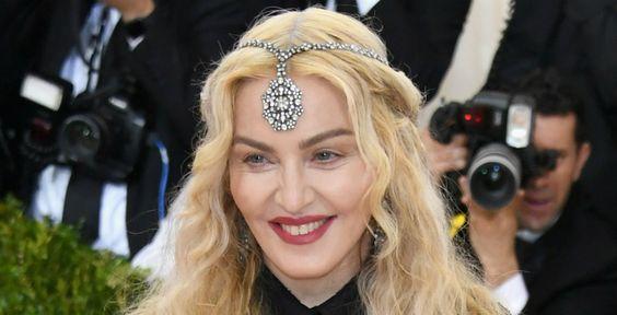 Madonna apostou em um tom avermelhado: