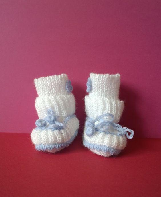 Handgestrickte Babyschuhe mit Socken von TreasuresOfTheEast auf Etsy