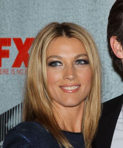 glossy medium length straight hair - super chic hairstyle with a smokey eye look. Natalie Zea