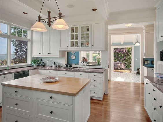 love this kitchen: Counter Colors, Island, White Kitchens
