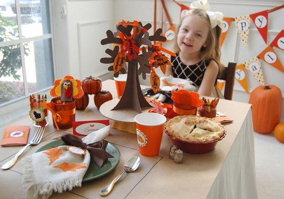 Thanksgiving children's table