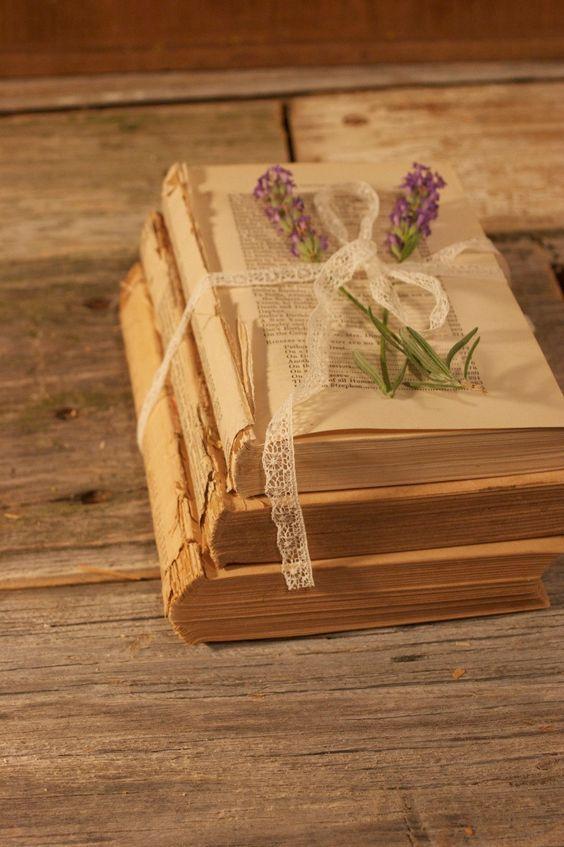Vintage wedding centerpieces antique books and vintage for Antique decoration items