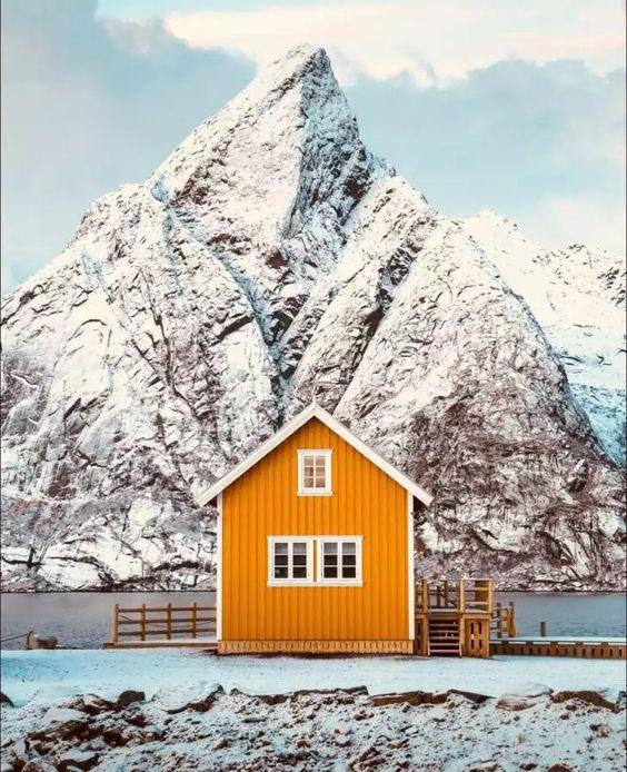 Olstind cabins in Sakrisøy, NORWAY