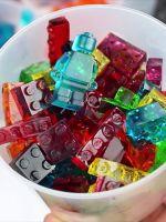 DIY How To Make Your Own Lego-Shaped Gummy Candy  / Façam os vossos próprios legos de goma